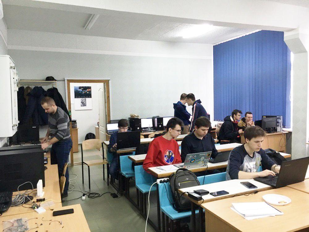 Студенти кафедри Безпеки інформаційних технологій прийняли участь у дводенному хакатоніEmbedded Systems Innovative Hack 2019